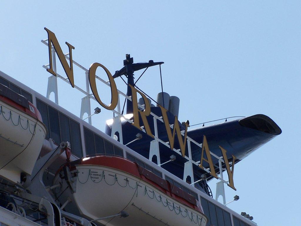 REPORTAGE-25 MAI 2005-DERNIER DÉPART DU SS NORWAY BREMERHAVEN..007