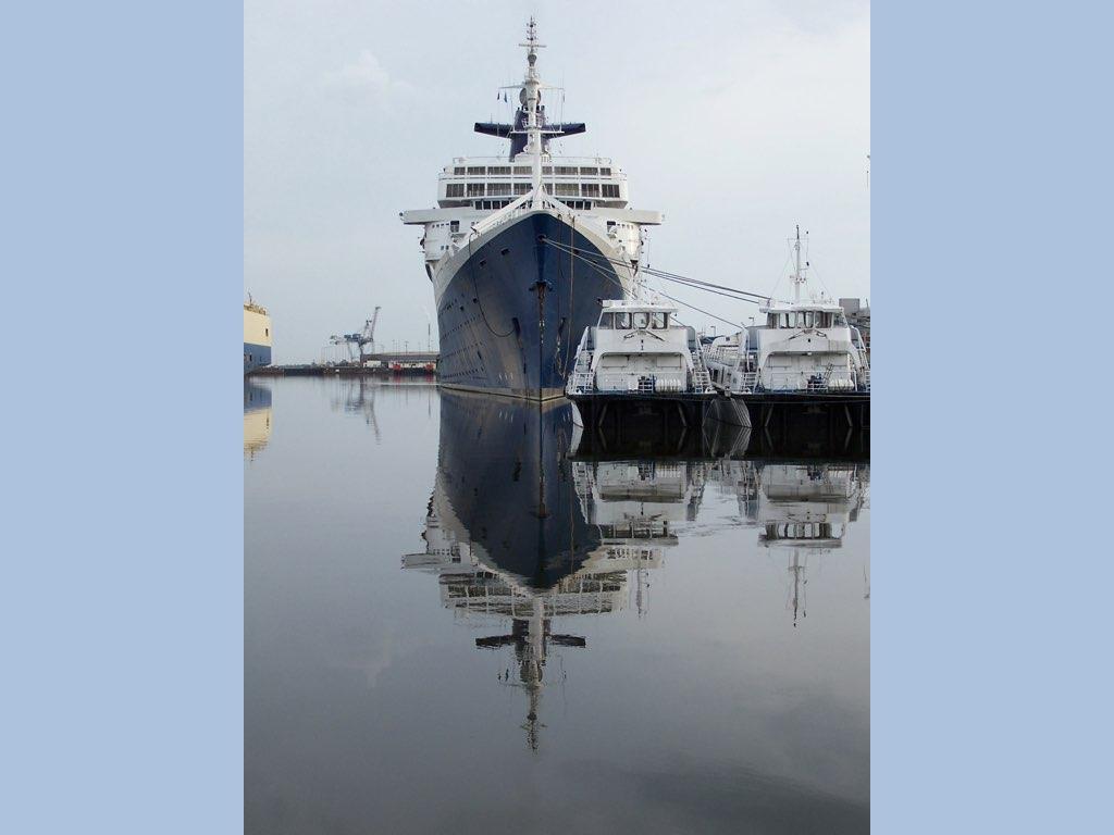 REPORTAGE-25 MAI 2005-DERNIER DÉPART DU SS NORWAY BREMERHAVEN..008