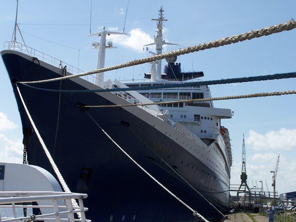 REPORTAGE-25 MAI 2005-DERNIER DÉPART DU SS NORWAY BREMERHAVEN..009