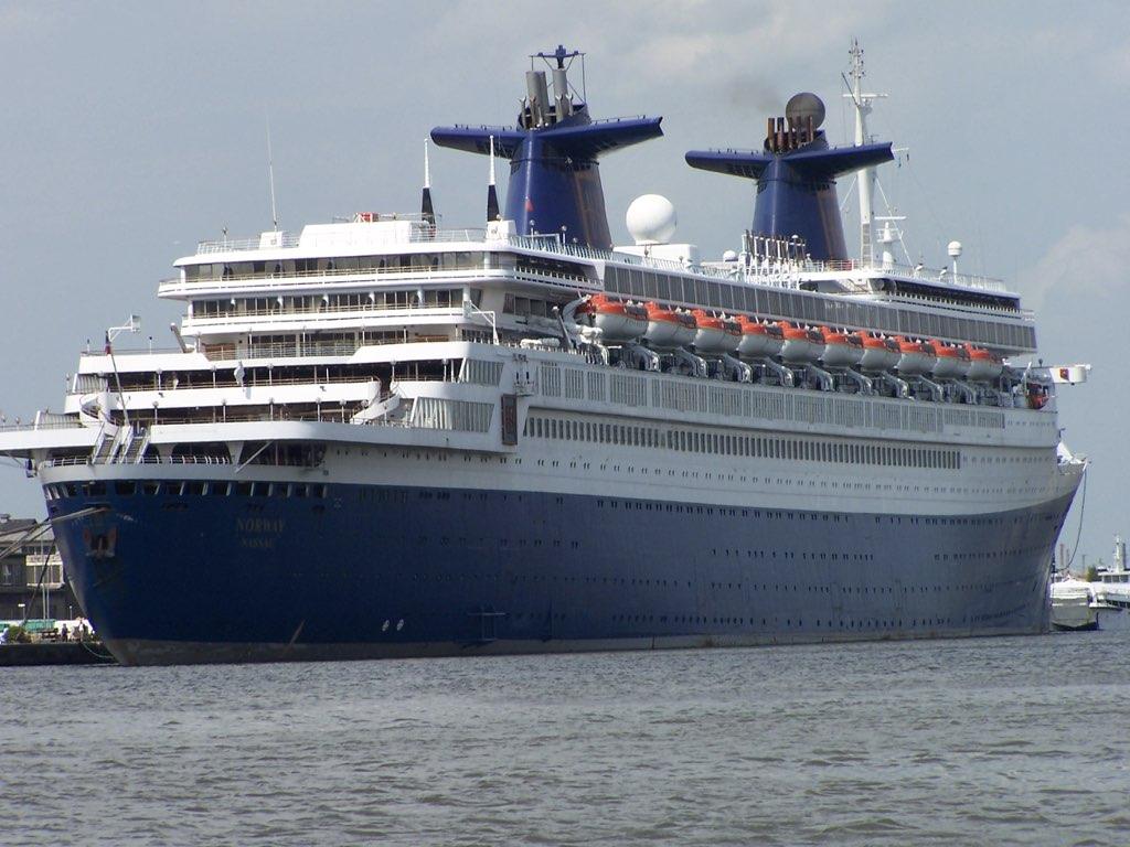 REPORTAGE-25 MAI 2005-DERNIER DÉPART DU SS NORWAY BREMERHAVEN..010