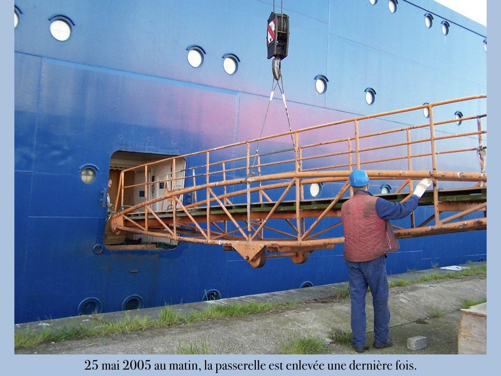 REPORTAGE-25 MAI 2005-DERNIER DÉPART DU SS NORWAY BREMERHAVEN..017