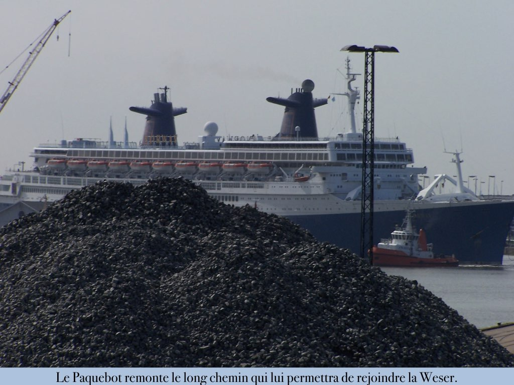 REPORTAGE-25 MAI 2005-DERNIER DÉPART DU SS NORWAY BREMERHAVEN..027
