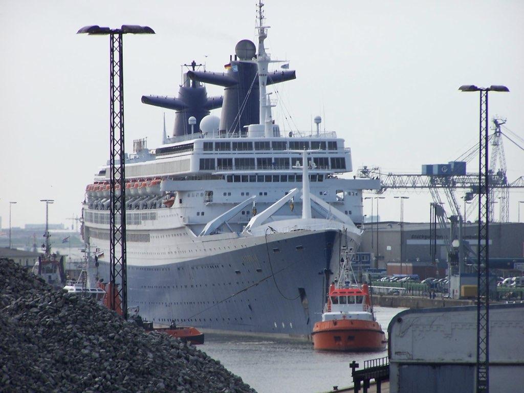 REPORTAGE-25 MAI 2005-DERNIER DÉPART DU SS NORWAY BREMERHAVEN..028