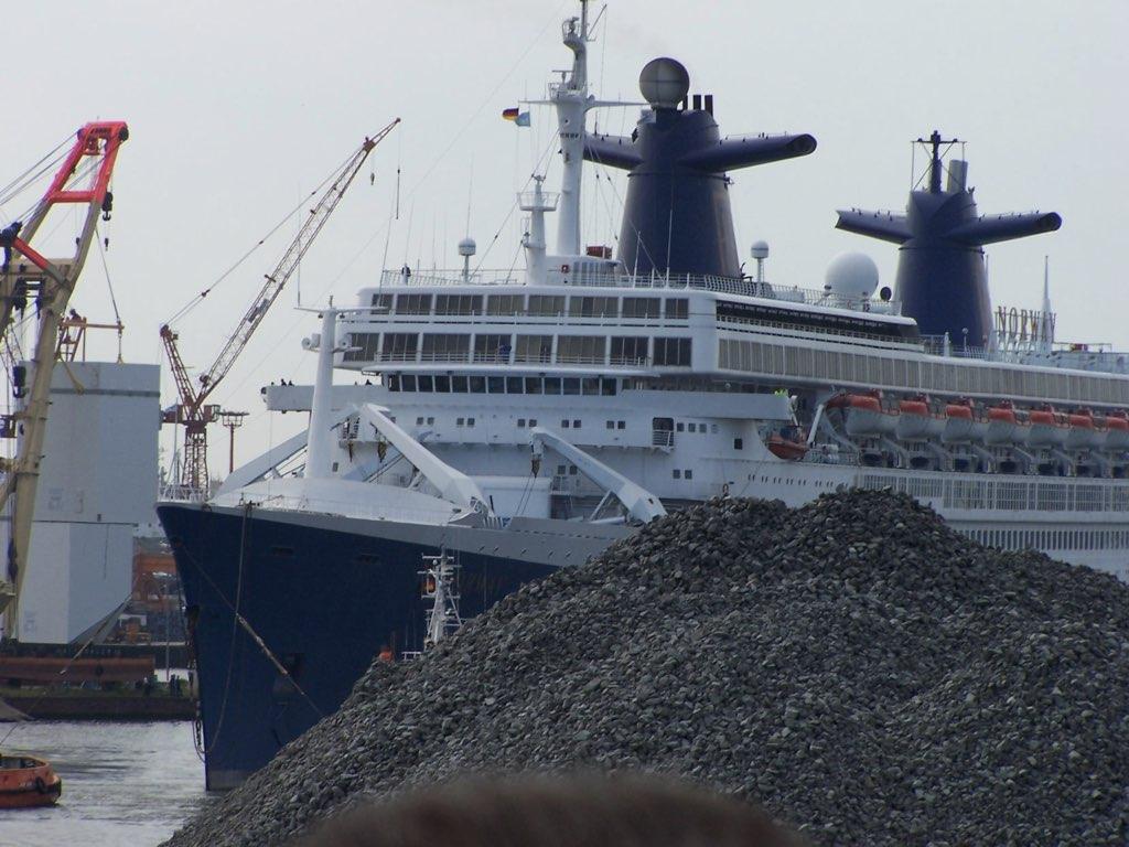 REPORTAGE-25 MAI 2005-DERNIER DÉPART DU SS NORWAY BREMERHAVEN..029