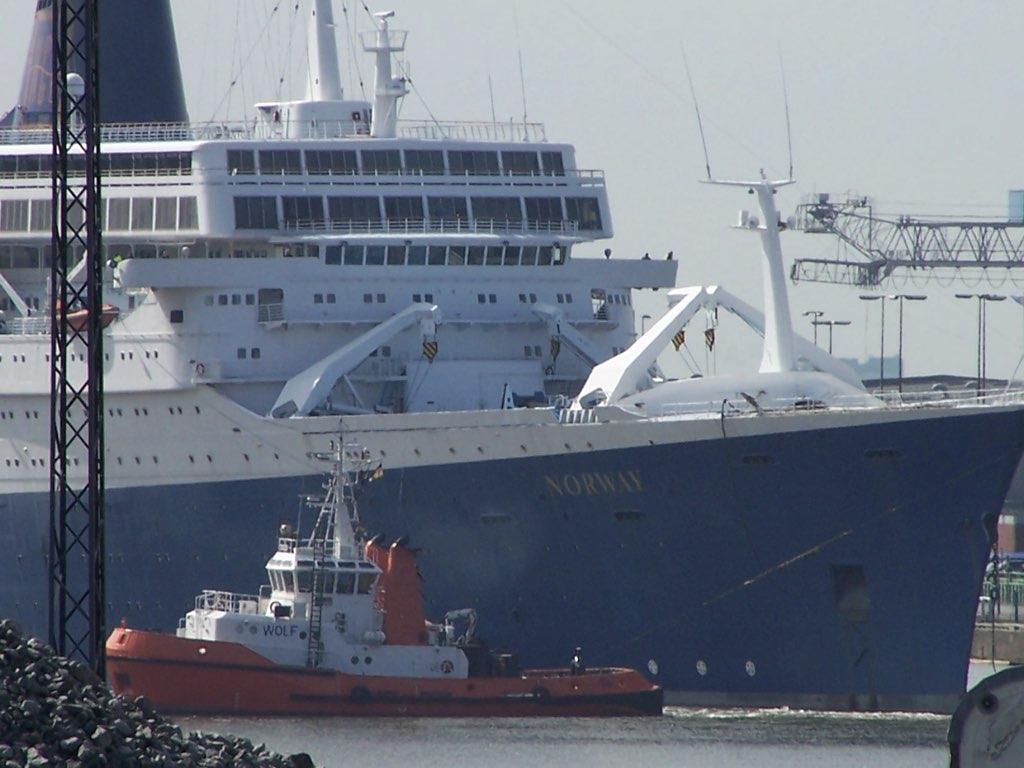 REPORTAGE-25 MAI 2005-DERNIER DÉPART DU SS NORWAY BREMERHAVEN..030
