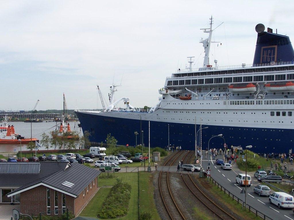 REPORTAGE-25 MAI 2005-DERNIER DÉPART DU SS NORWAY BREMERHAVEN..031