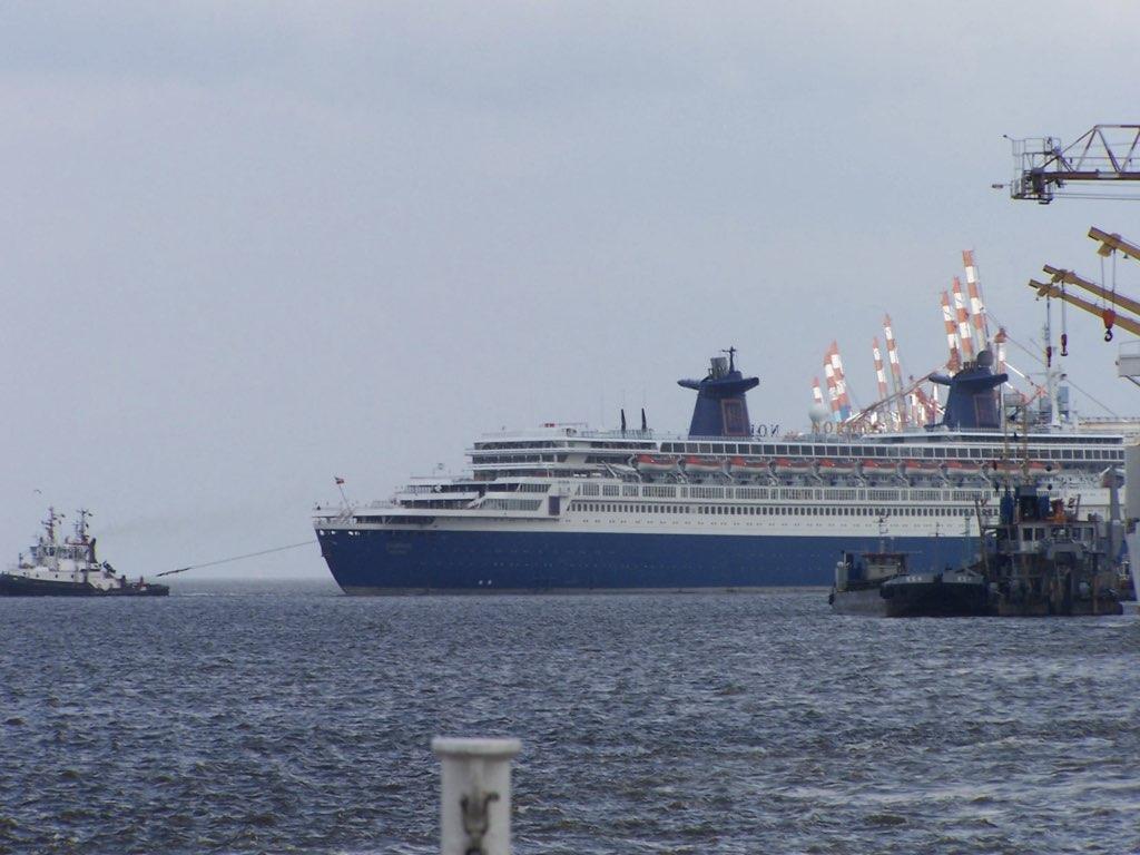 REPORTAGE-25 MAI 2005-DERNIER DÉPART DU SS NORWAY BREMERHAVEN..035