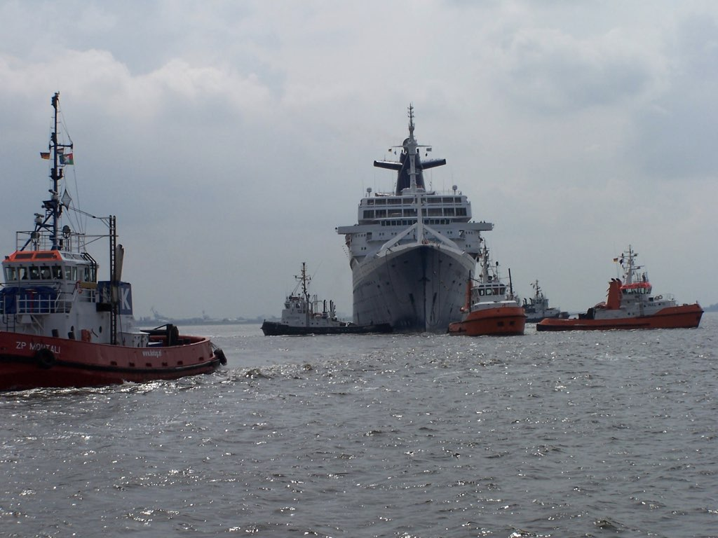 REPORTAGE-25 MAI 2005-DERNIER DÉPART DU SS NORWAY BREMERHAVEN..039