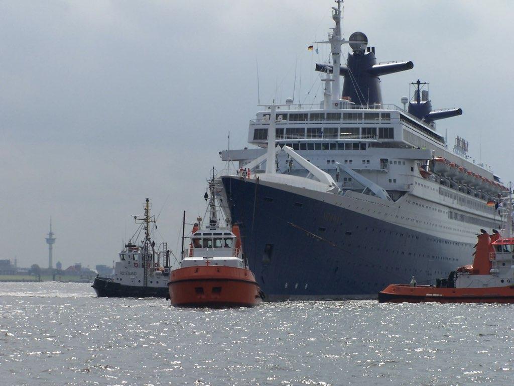 REPORTAGE-25 MAI 2005-DERNIER DÉPART DU SS NORWAY BREMERHAVEN..042