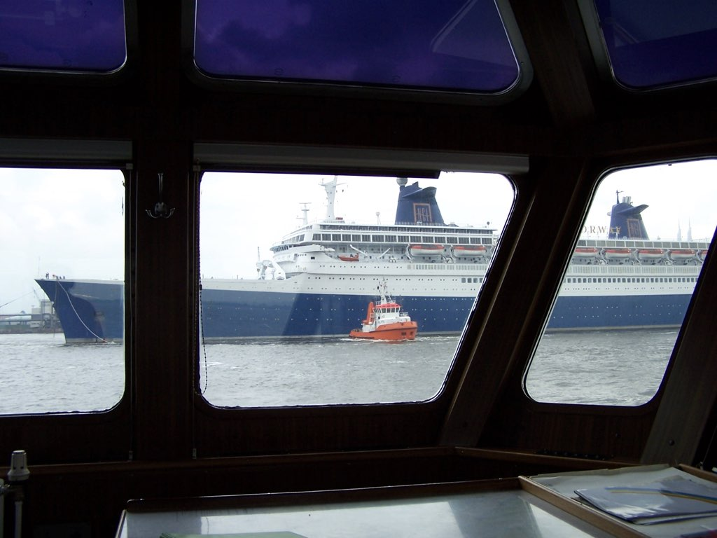 REPORTAGE-25 MAI 2005-DERNIER DÉPART DU SS NORWAY BREMERHAVEN..046
